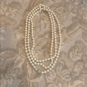 Jewelry - Faux pearl necklace strand with crystal bead